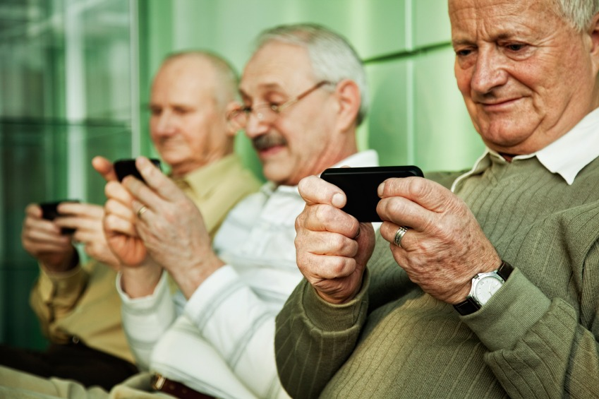 SAD: Stariji ljudi dijele više lažnih vijesti, ali i više činjenica