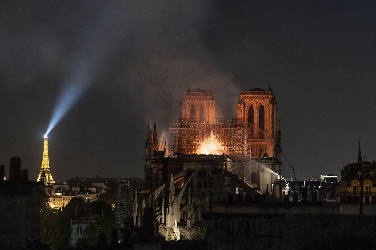 Ko se radovao plamenu Vijećnice, danas slavi vatru koja je zahvatila Notre Dame