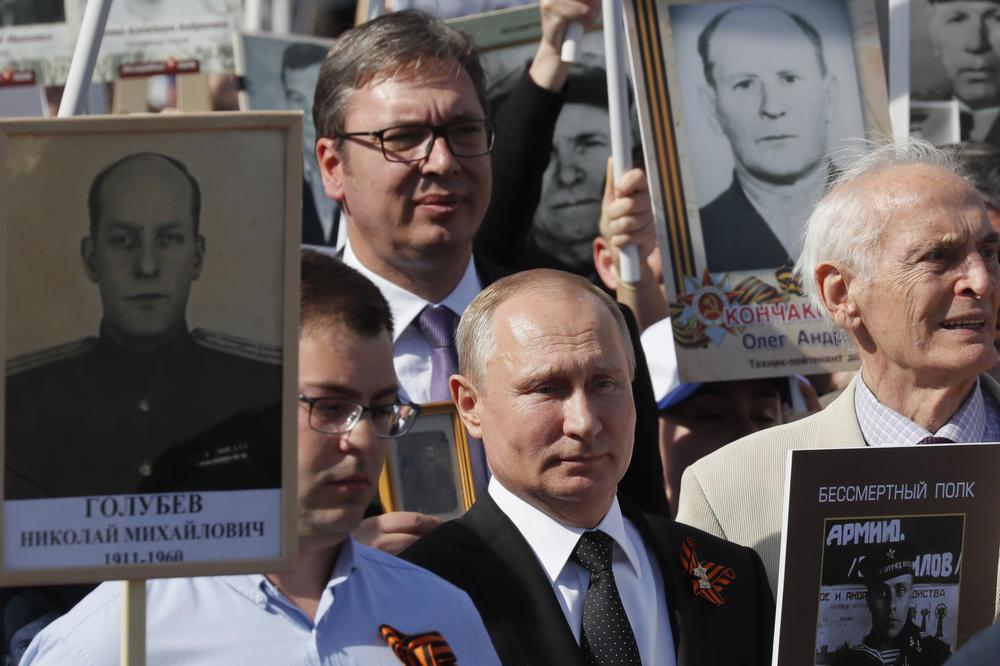 BESMRTNI PUK U SRBIJI: Uvoz antifašizma iz Rusije