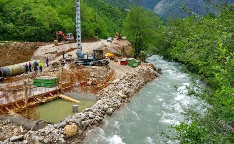PRED OČIMA JAVNOSTI: Završava se polaganje cijevi u korito rijeke Doljanke