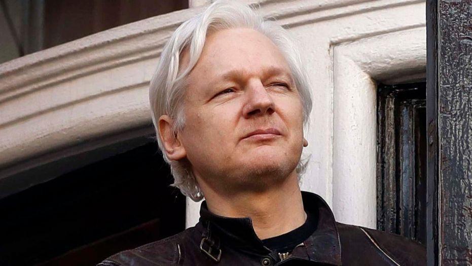 FAKE & SPIN: Assange kuje NASA-u po Mjesecu