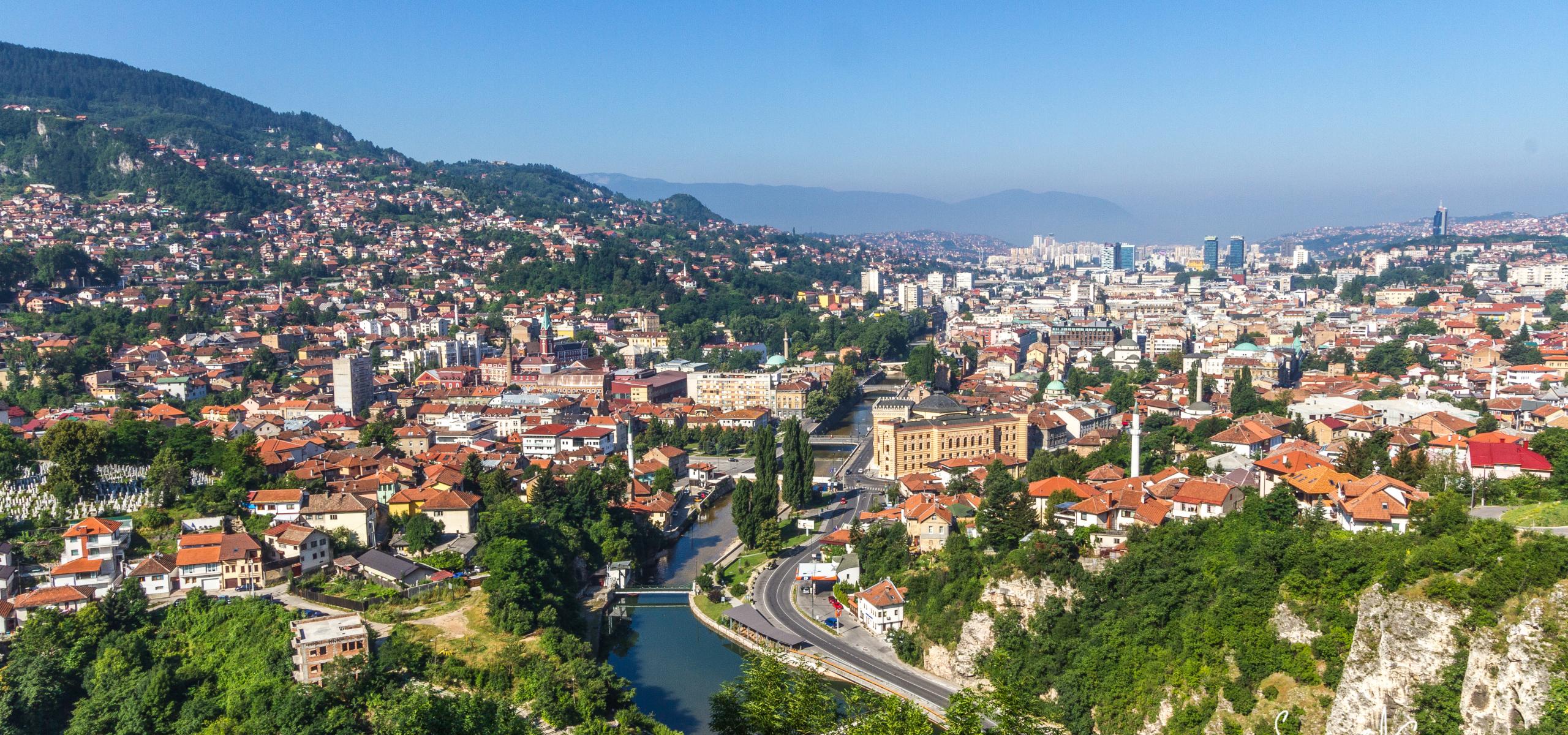Gdje živiš? U Istočnom Sarajevu. A gdje radiš? U Političkom Sarajevu!