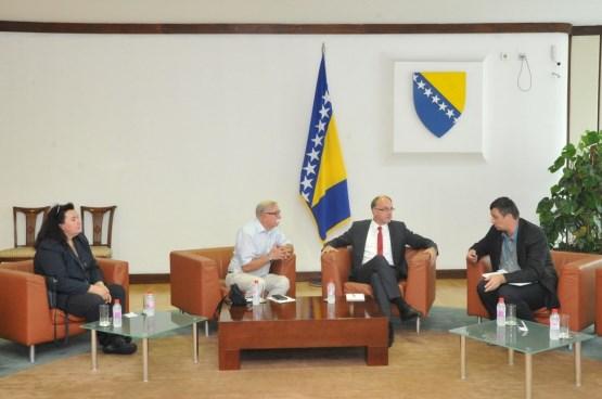 Društvo novinara BiH podržalo inicijativu da se političarima oteža da tuže novinare
