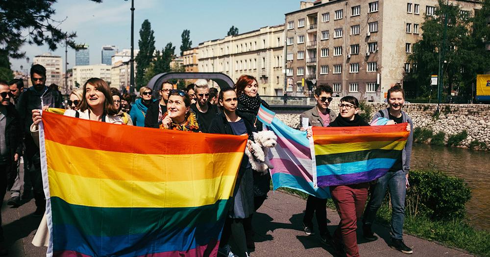 Povorka ponosa ne podstiče nasilje i ne narušava tuđa prava.  Nema osnova da se zabrani!