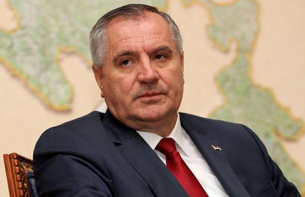 RTRS I BNTV: Višković tvrdi da je avion bio pokvaren, a podaci ukazuju da je letio… krivi su novinari