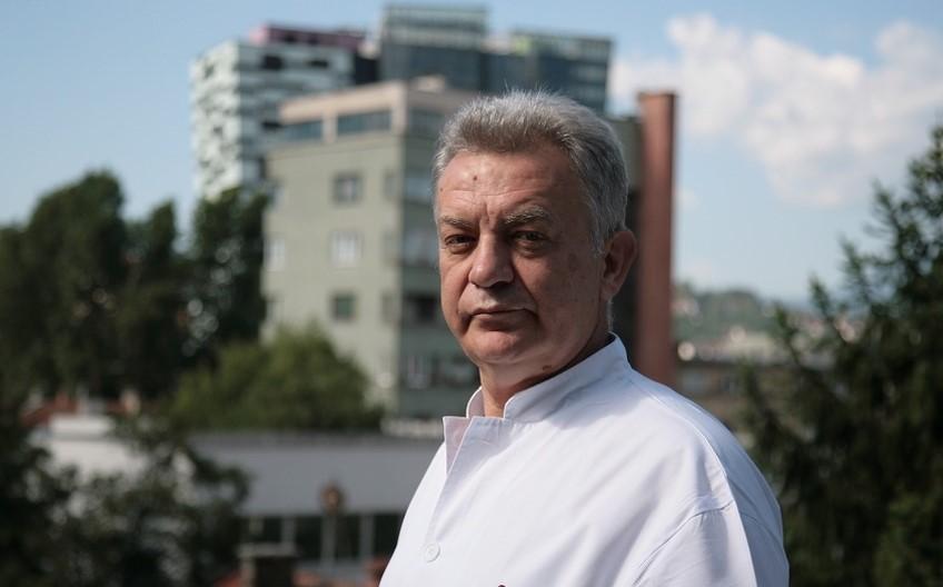 """Javni protest direktoru Opće bolnice """"Prim dr Abdulah Nakaš"""" zbog pritiska na novinara Klixa"""
