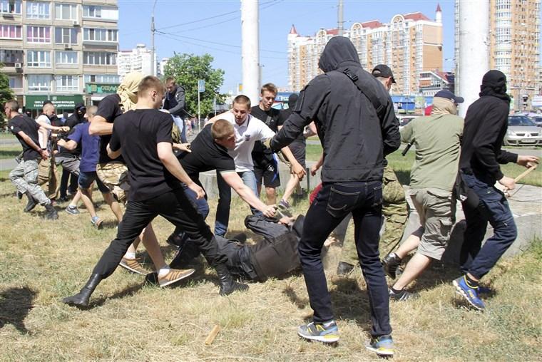Danju silujemo djevojke, noću tučemo pedere. A znamo i kako treba sa Srbima. Dođite u Zadar!
