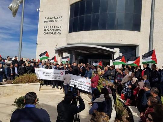 Stotine novinara usprotivilo se odluci Izraela da ugasi palestinsku televiziju