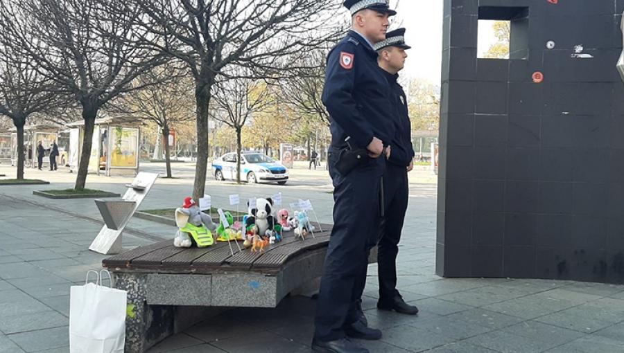 RTRS I BNTV: Policija čuva igračke, a hapsi aktiviste