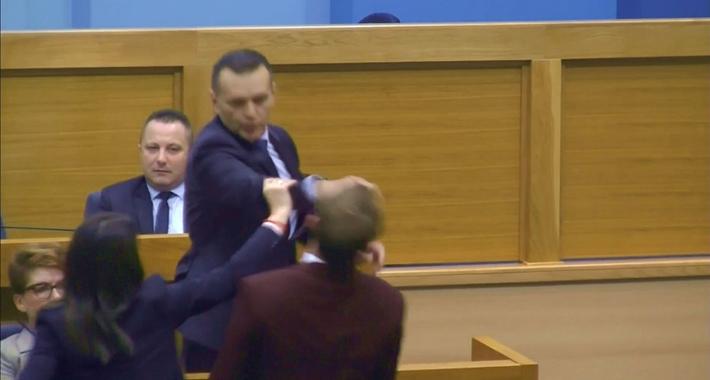 Lukač da oprosti Stanivukoviću što ga je tukao!