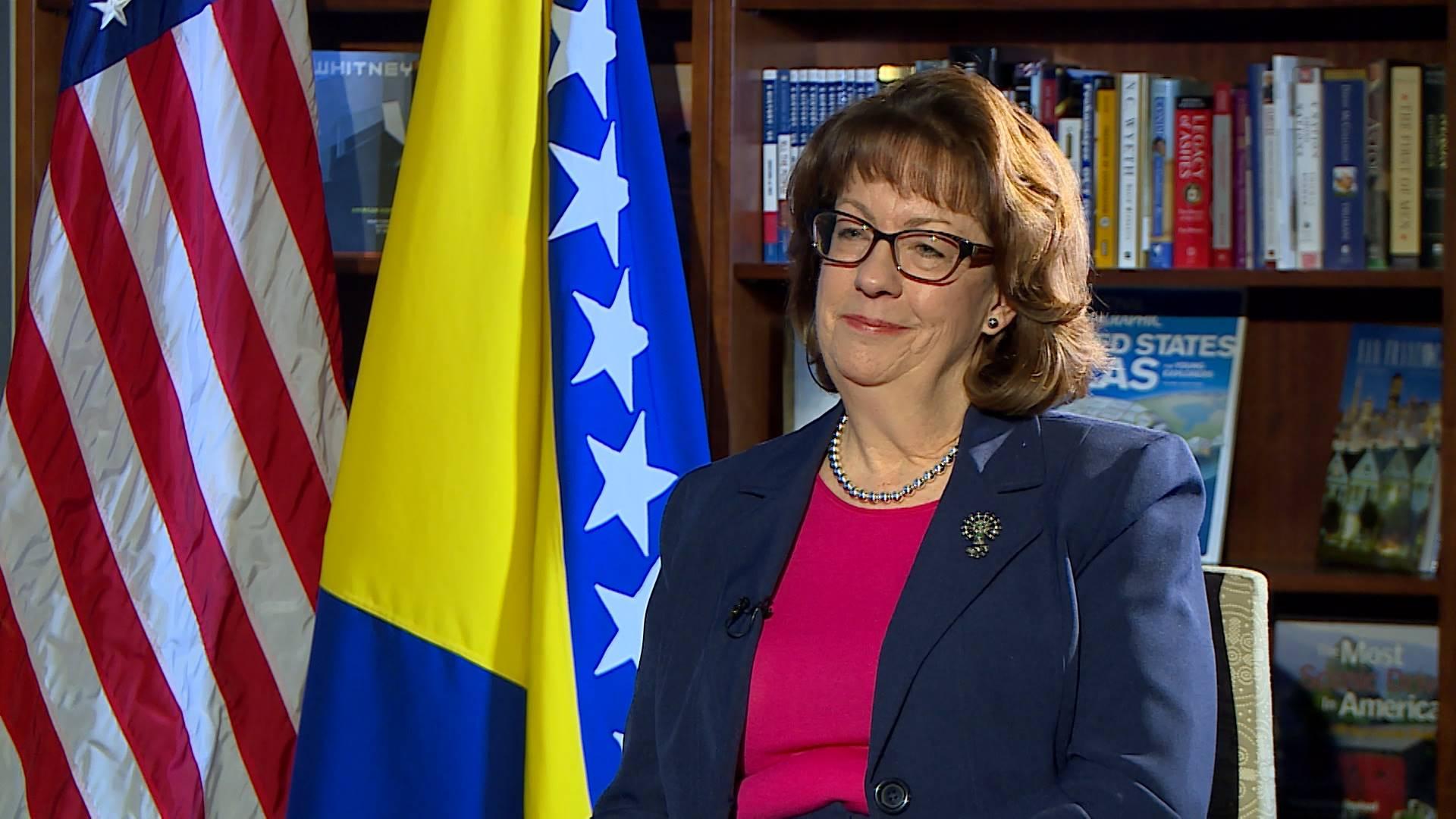 DOLAZI NAM ODLAZEĆA ADMINISTRACIJA: Maureen Cormack vraća se u Sarajevo, jača nego ikad!