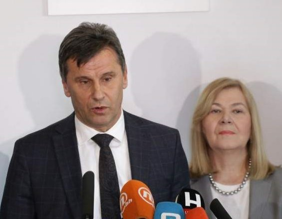 Ko će nam nabavljati testove, firma iz Sarajeva ili tvrtka iz Zagreba?