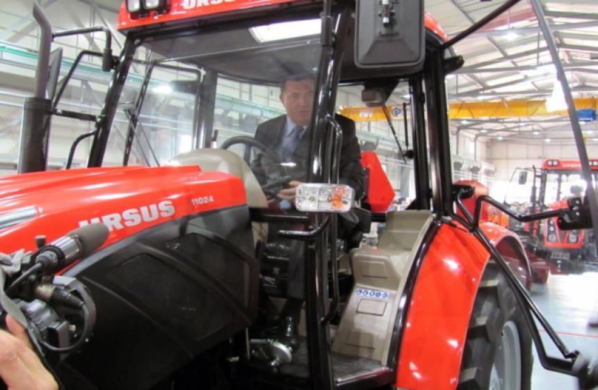 BNTV: Podsticaji Vlade RS otišli najpotrebitijima − novi traktor za porodicu Dodik
