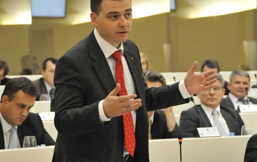 Magazinović traži zvaničan odgovor zašto se novinarima onemogućava rad