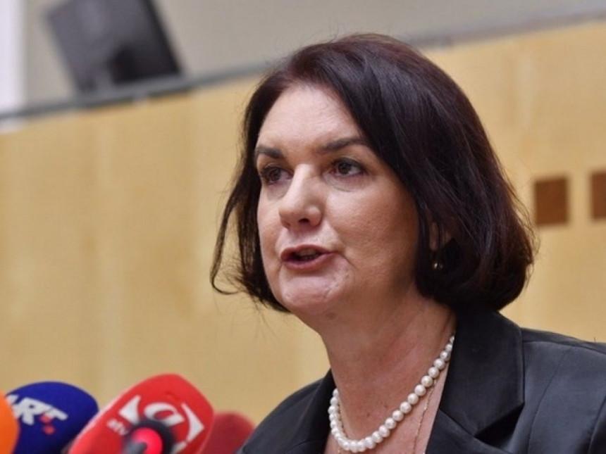 Prihvatanjem uvjeta koje je postavila Tadić, Komisija otvorila pitanje vlastite transparentnosti