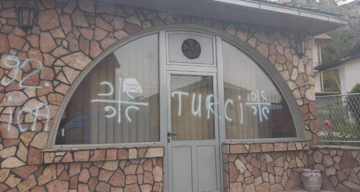 BHT1 I FTV: Crna Gora od umanjivanja etničkih incidenata do navijačkih prikaza