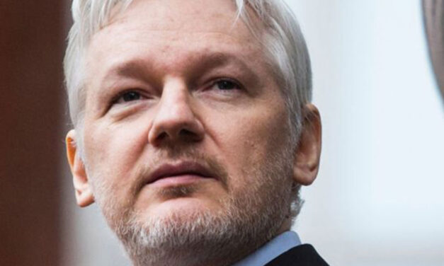 Ekvador oduzeo državljanstvo osnivaču WikiLeaksa Julianu Assangeu
