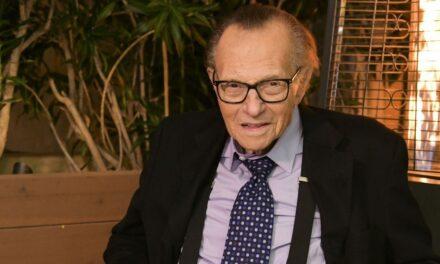 U 87. godini preminuo poznati TV voditelj Larry King
