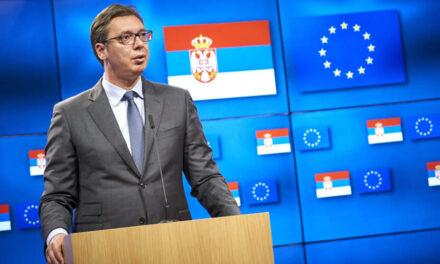 SENAD PEĆANIN: Zamolite Vučića, kad vas već spašava s vakcinama, da nam sad pokloni i malo zmijskog protivotrova